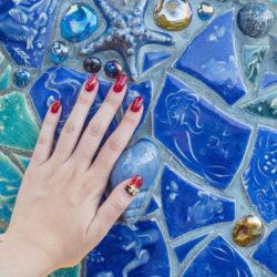 トリトンズ・キングダムのタイルと私の手