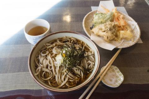 かけそばと野菜天ぷら