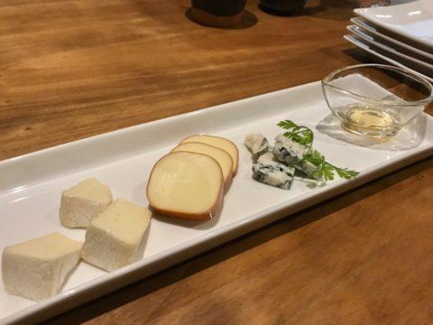 ヨルイチのチーズの盛り合わせ