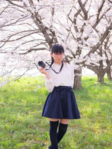 眼鏡カメラ女子と桜