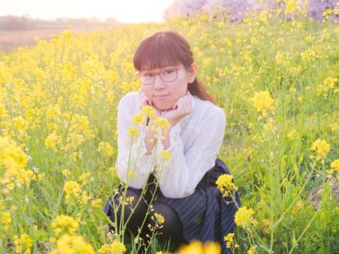 菜の花と夕陽と私