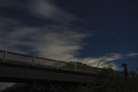 夜の出会い橋