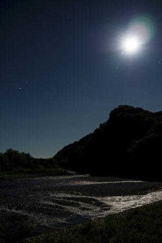 月と山と川