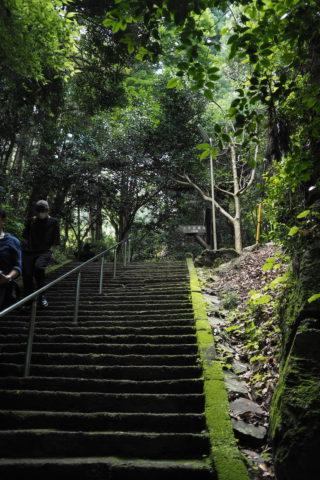 隋神門までの階段