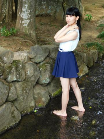 小川で入水