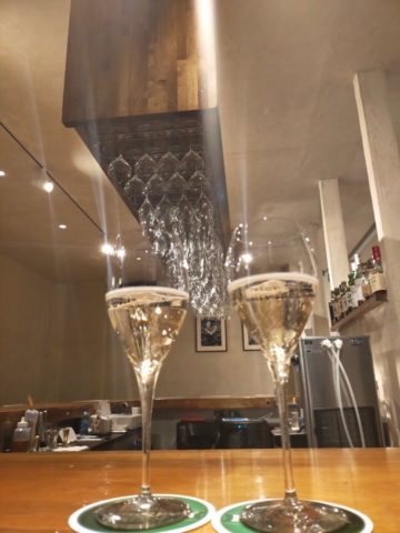 ずらりと並ぶワイングラス