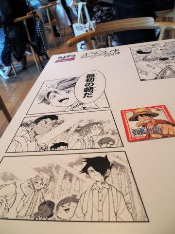 ジャンプカフェのテーブル