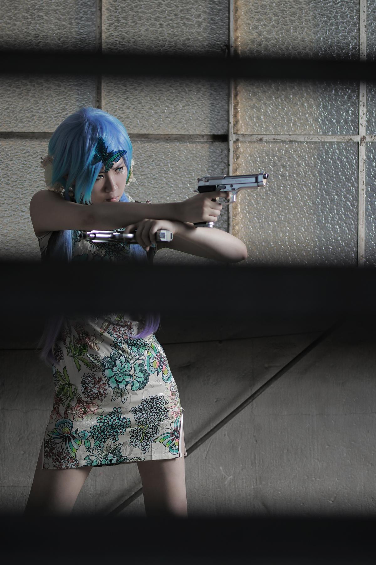 銃とチャイナドレス