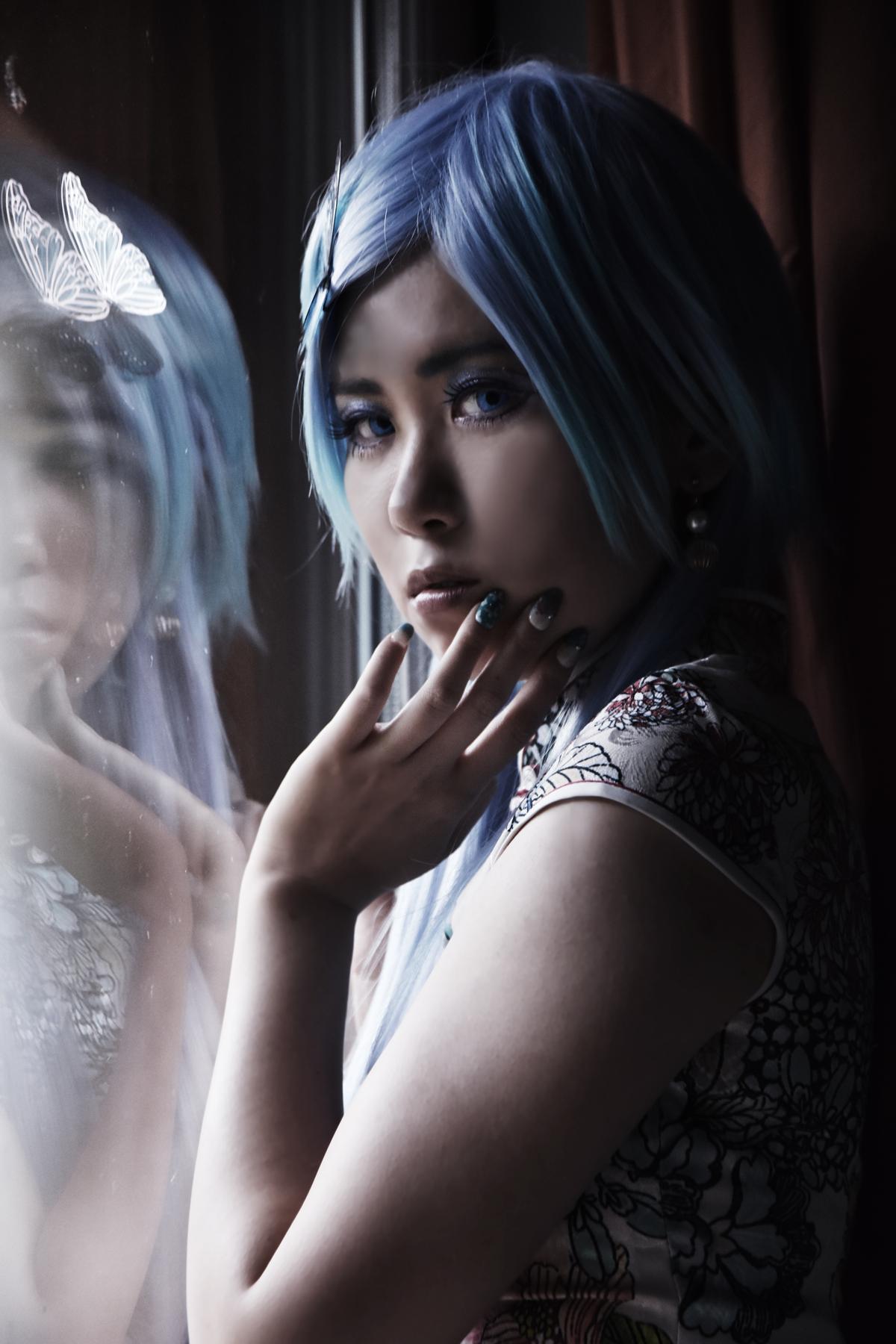 鏡写しのチャイナドレス
