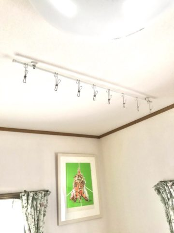 天井に突っ張り棒