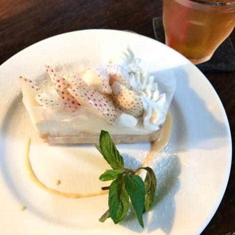 AGカフェの白イチゴタルト